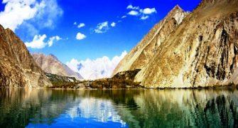 Živa Voda v Himalajski Reki Hunza