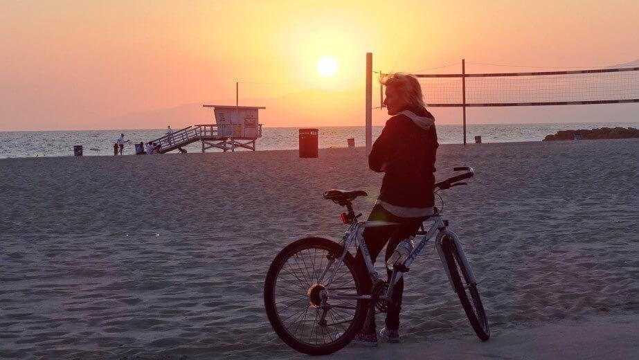 Kolesarka ob kolesu