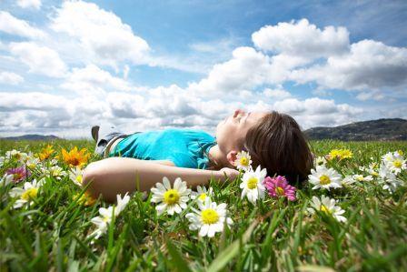 Ležanje v travi